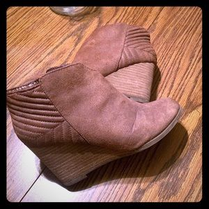 carlos santana wedge ankle boots 7